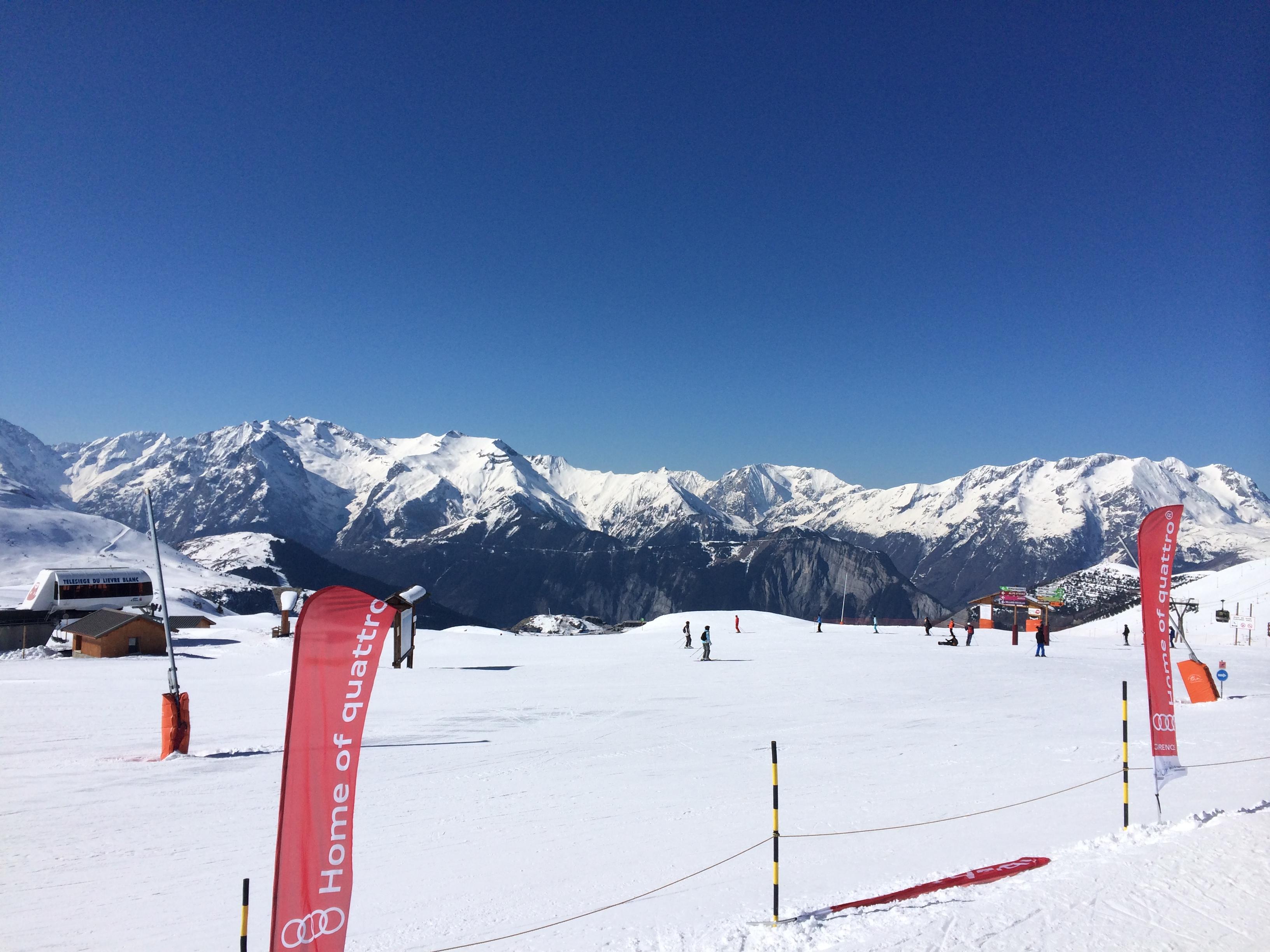 alpe dhuez, family skiing in aloe dhuez, sunny alpedhuez