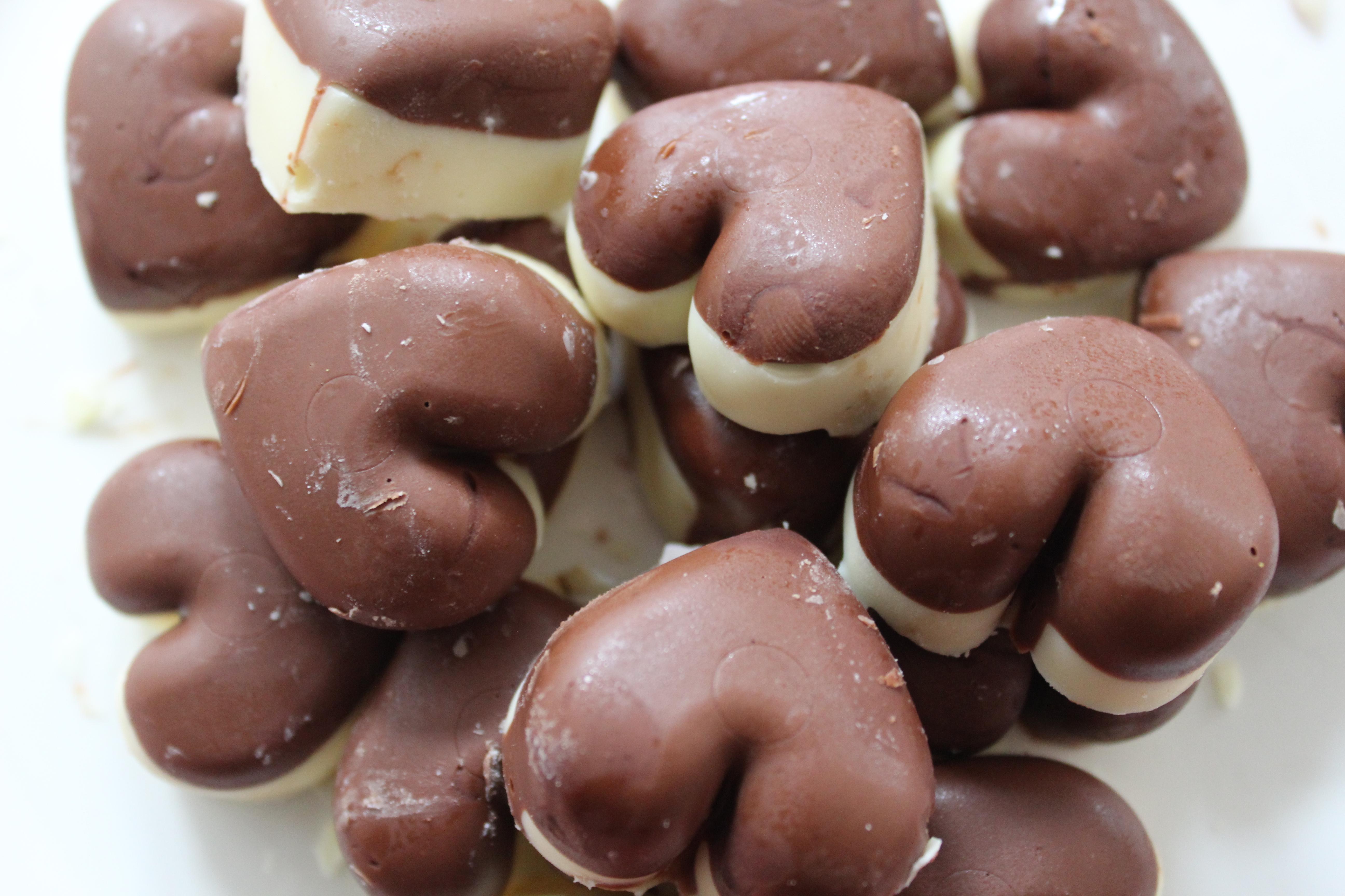 Valentine's chocolates using an ice tray, ice tray chocolates, valentine's day gifts, valentine's day. valentine chocolates, valentine's chocolates
